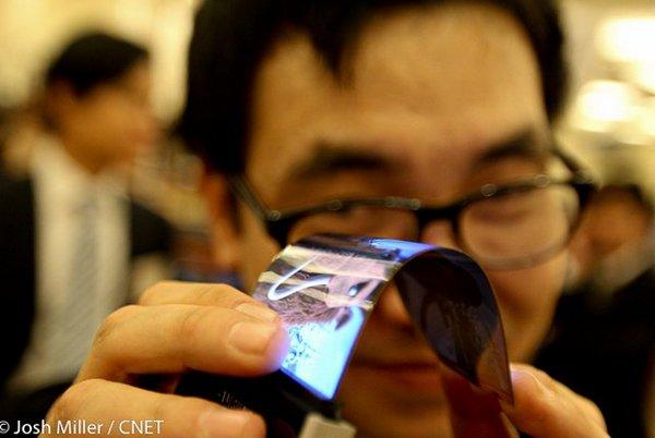 CES 2013: гибкий смартфон Samsung, смартфон с гибким экраном